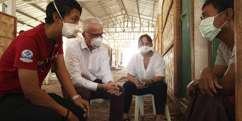 Peter Sands in Myanmar Photo Suphak Nosten - SMRU-Shwe Kout Ko TBHIV clinic.jpg
