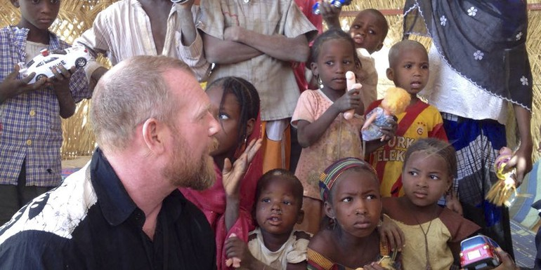 Sida Erik Våberg visits Save the Children project at IDP camp in Niger .jpg